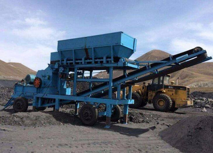 移动煤矸石粉碎机